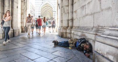 Sei povero ma se non ti vedo (a Genova) c'è meno povertà.