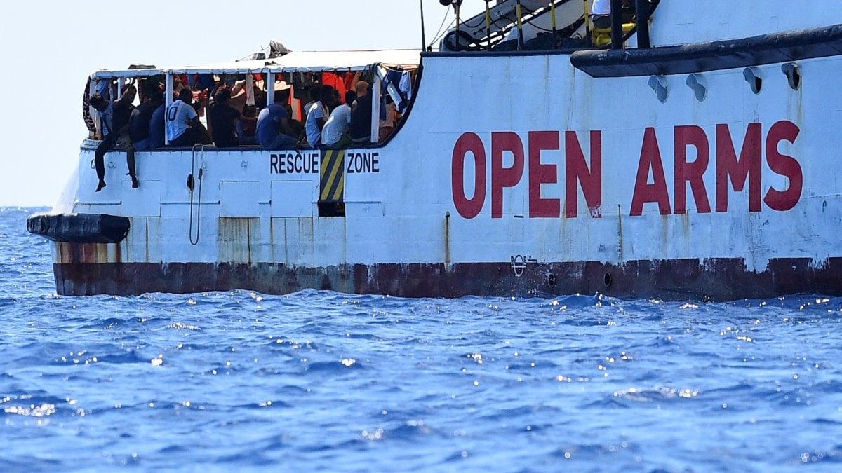 Immigrazione Fratoianni fare sbarcare subito da Open Arms